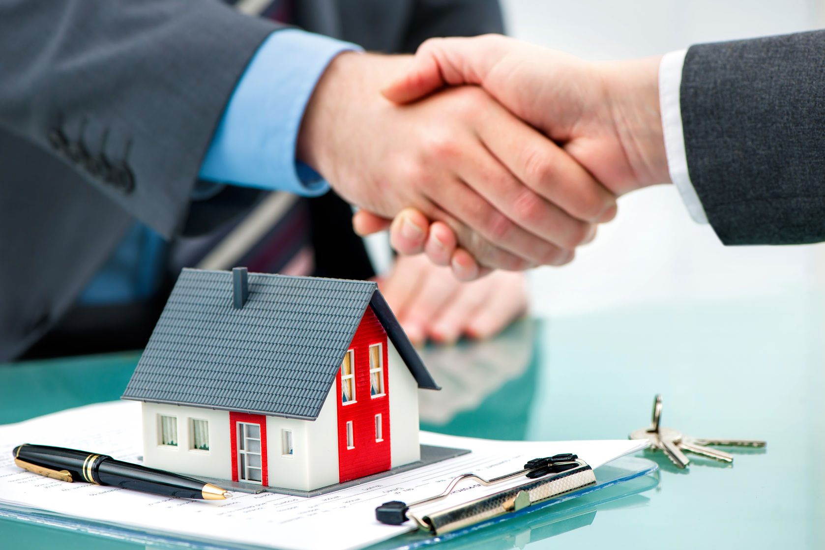 52326000 - estate agent shaking hands with customer after contract signature